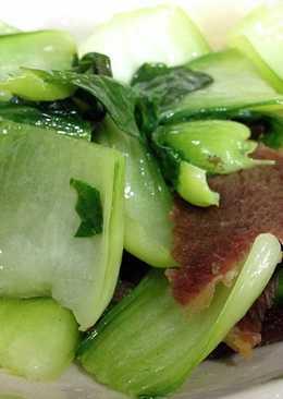 滷牛腱炒青菜。