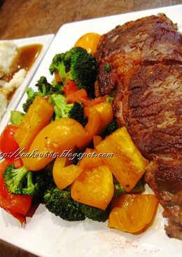 煎牛排、肉汁馬鈴薯泥、綜合蔬菜