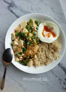 嫩豆腐糙米蓋飯