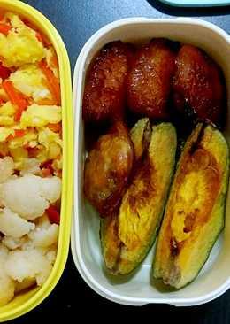 #手做便當#烤雞翅+栗子南瓜+清炒白花菜+紅蘿蔔炒蛋。