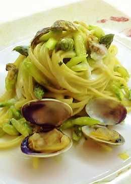 Trenette con vongole, asparagi e aglio dolce