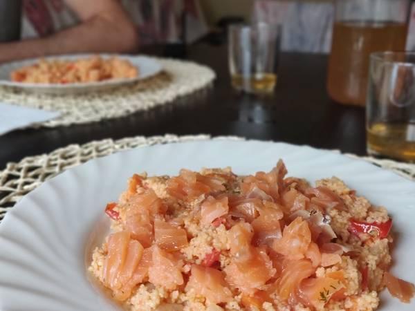 Cous cous con salsa tahina e salmone affumicato