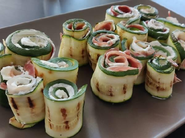 Involtini di zucchine con robiola e prosciutto crudo