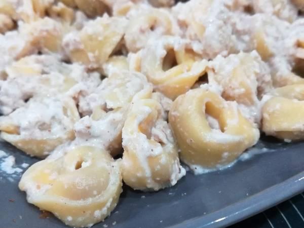 Tortellini con salsa alle noci
