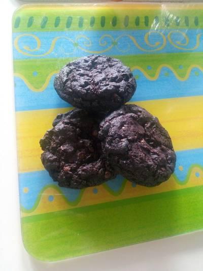 Biscotti al cioccolato con gocce di cioccolato e aroma d'arancia