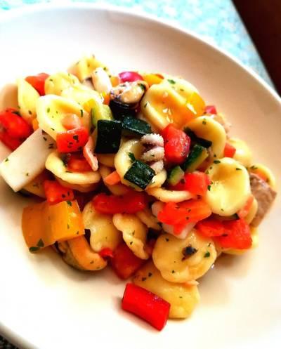 Orecchiette con verdure dell'orto, cozze e calamaretti