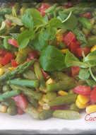Insalata di asparagi, pomodori e valeriana