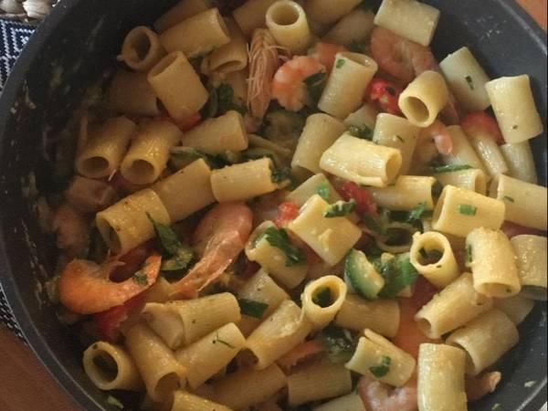 Mezze maniche zucchine, pomodorini e mazzancolle