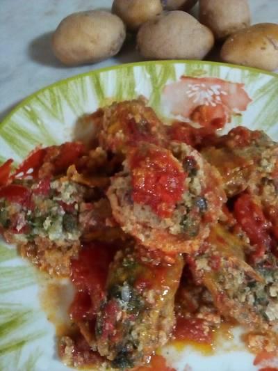 Fiori di zucchina e polpettine,con patate, tonno, capperi, e parmigiano,al pomodoro