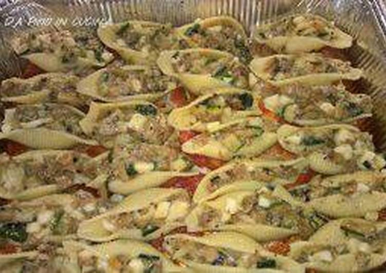 Conchiglioni ripieni di zucchine melanzane e caciocavallo