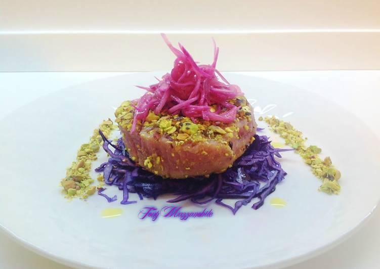 Filetto di tonno in crosta di pistacchi con cipolla in cottura sottovuoto  a bassa temperatura