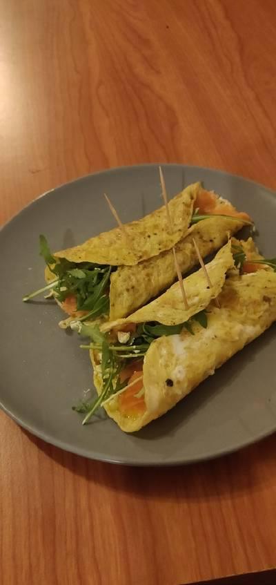 Involtini di omelette al salmone