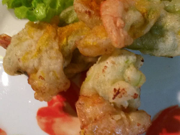 Gamberoni, nel fiore di zucca, fritti in tempura