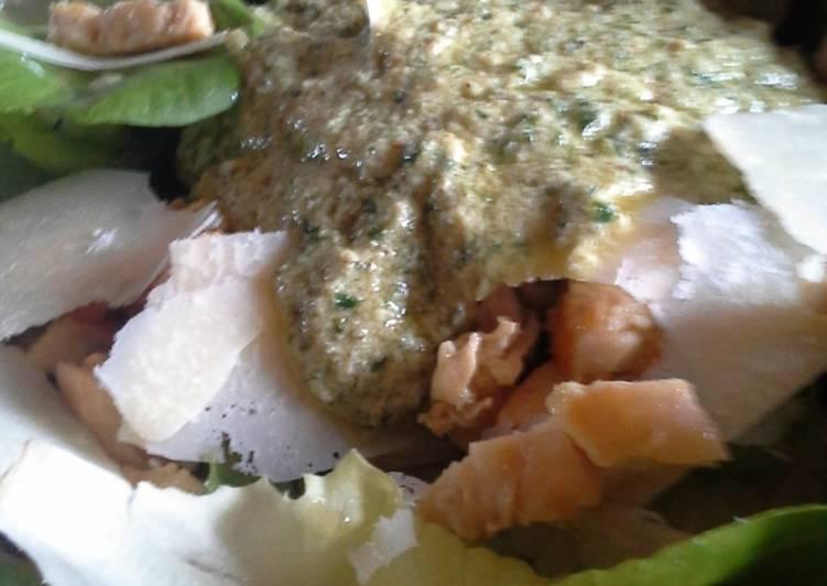 """Insalatona con petti di pollo e salsa """"caesar salad"""" alla luciano"""