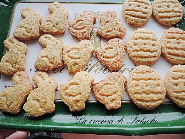 Biscotti pasquali alle mandorle con frolla all'olio