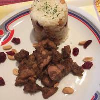 Kínai ötfűszeres sertés vörösáfonyás-mogyorós rizzsel