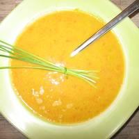 Currys sárgarépa-krémleves vöröslencsével