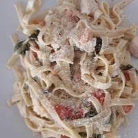 Spenótos-tejszínes-baconos tészta