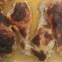 Egyben sült sajtos-tejfölös csirkecomb
