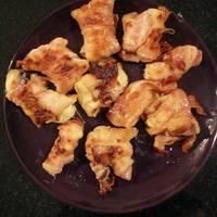 Baconbe tekert, sült mozzarella