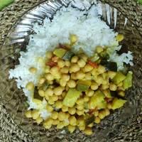Csicseriborsós-kókusztejes curry