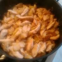 Almás-hagymás csirkemell csíkok