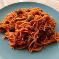 Olívás-szardellás spagetti