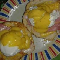 Buggyantott tojás Benedict módra