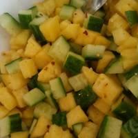 Ananászos uborkasaláta