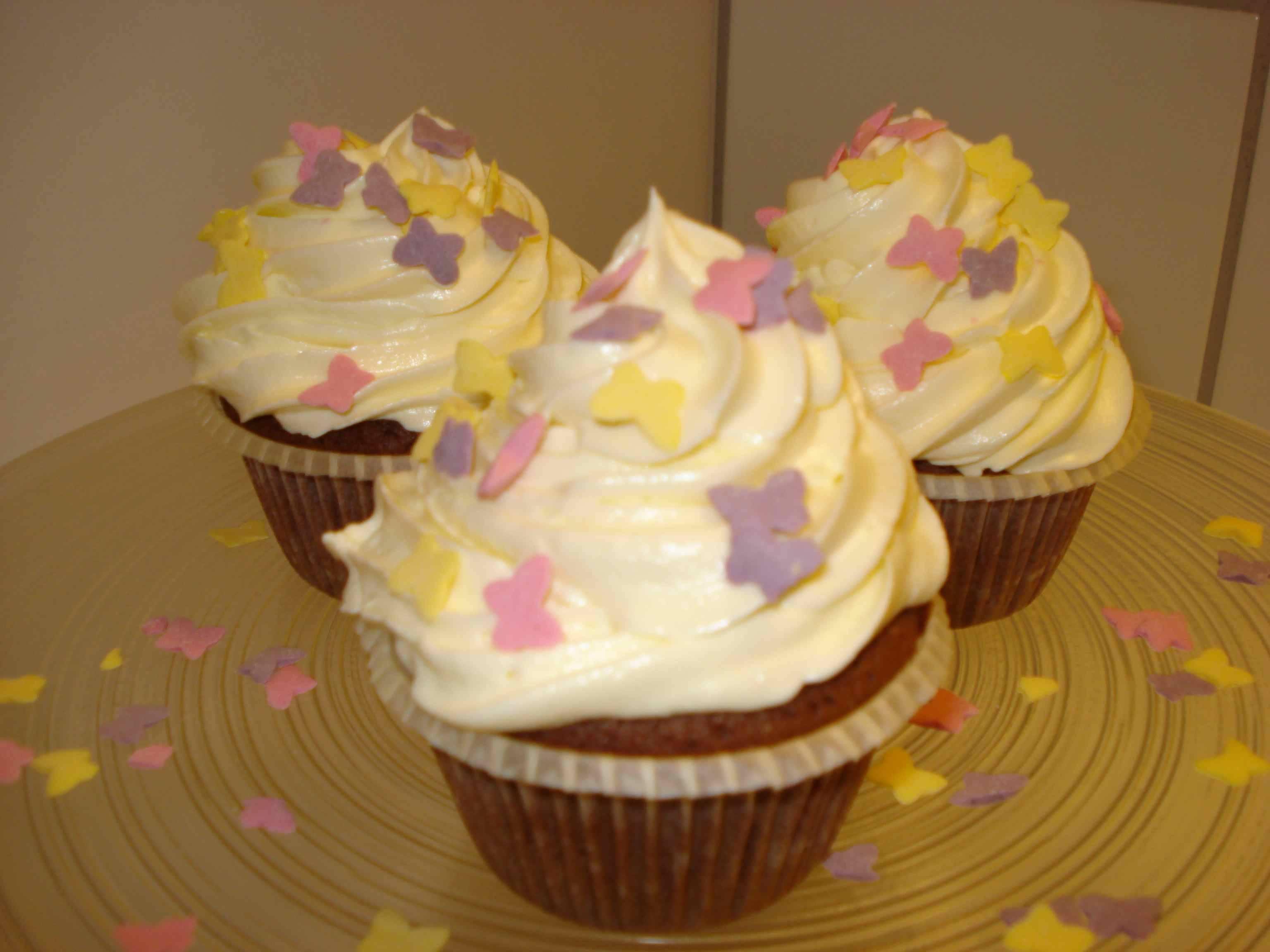 Csokoládés cupcake recept krémsajtos toppinggal főfotó