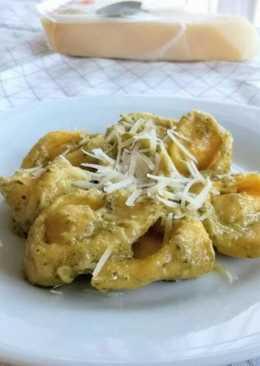 Csirkés-fokhagymás tortellini