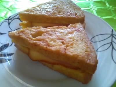 Sajtos-Sonkás bundás szendvics