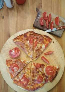 Házi sonkás, kukoricás pizza