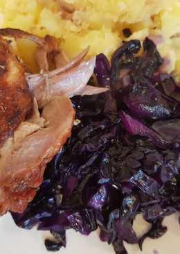Vérnarancsos sült kacsa, tört burgonyával és párolt lila káposzta