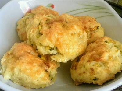 Cukkinis-sajtos pogácsa