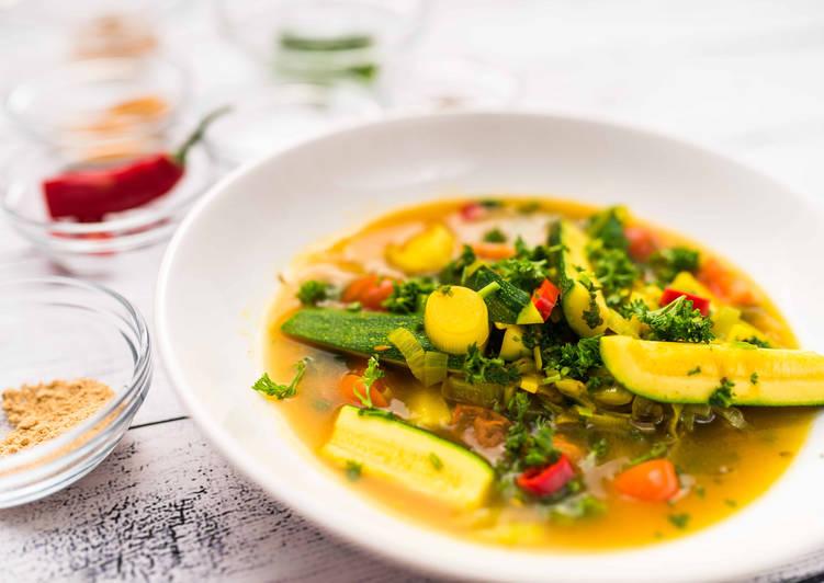Színes, fűszeres zöldségleves