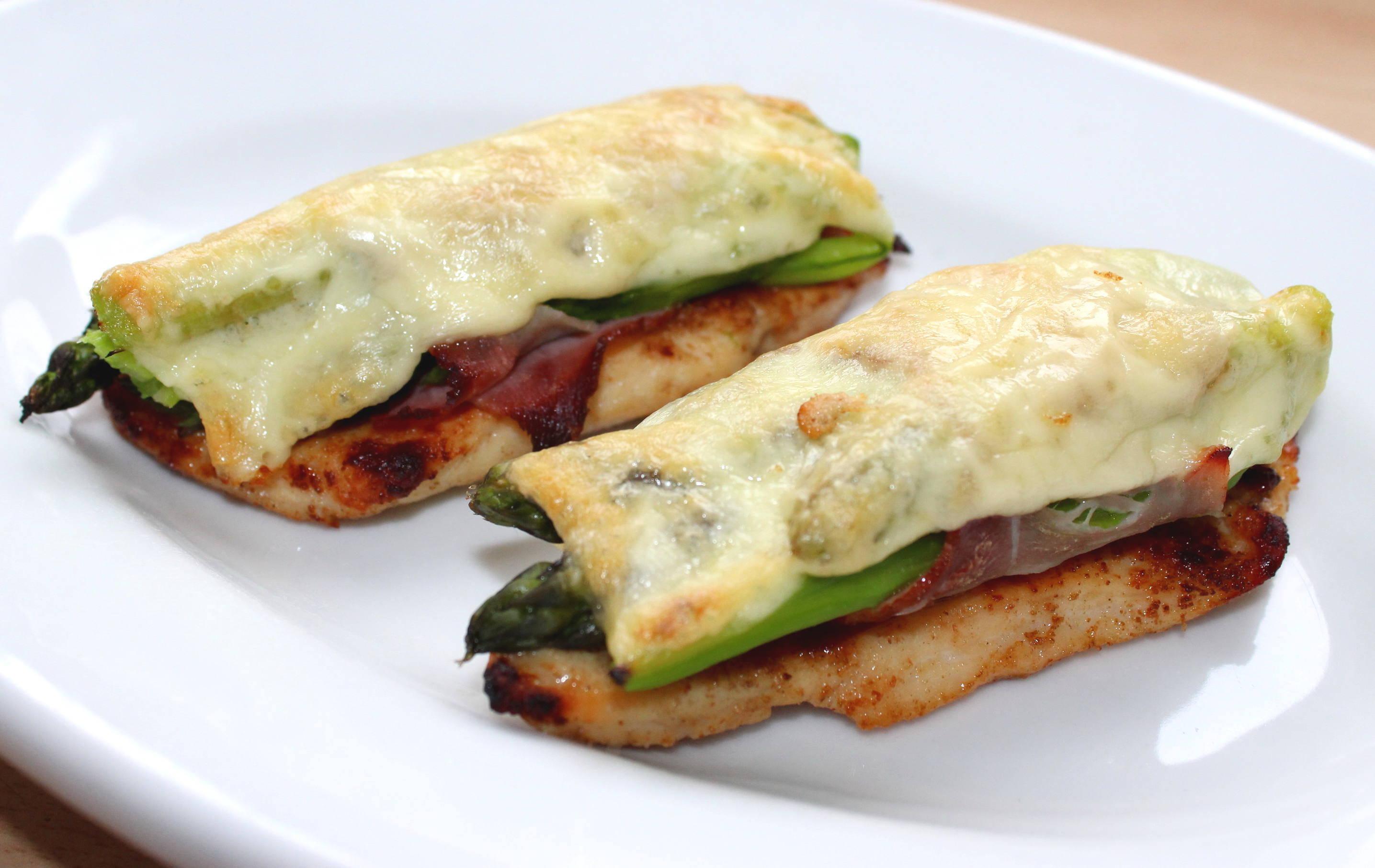 Zöld spárgás-sonkás csirkemell recept főfotó