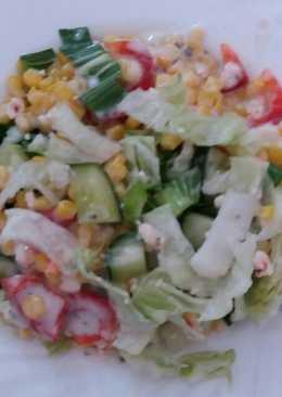 Saláta pak-choival, medvehagymás joghurtos öntettel