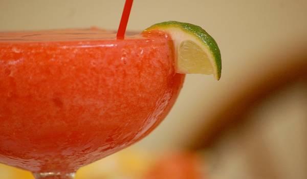 Strawberry daiquiri koktél recept videó főfotó