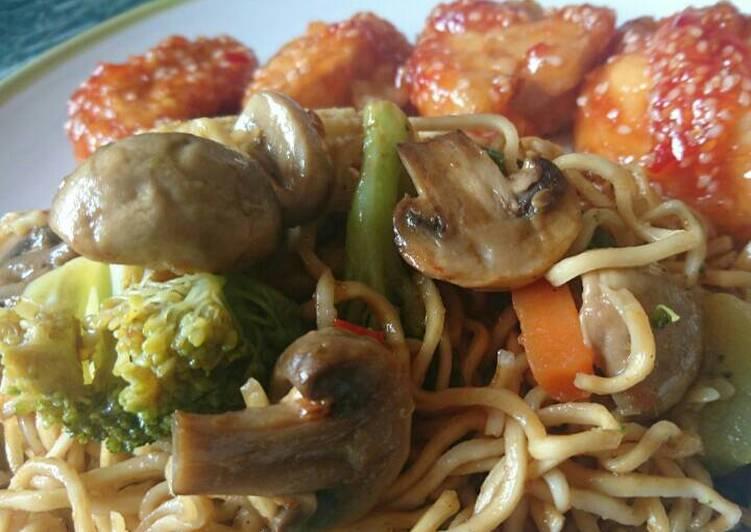 Zöldséges kínai tészta (chow mein)