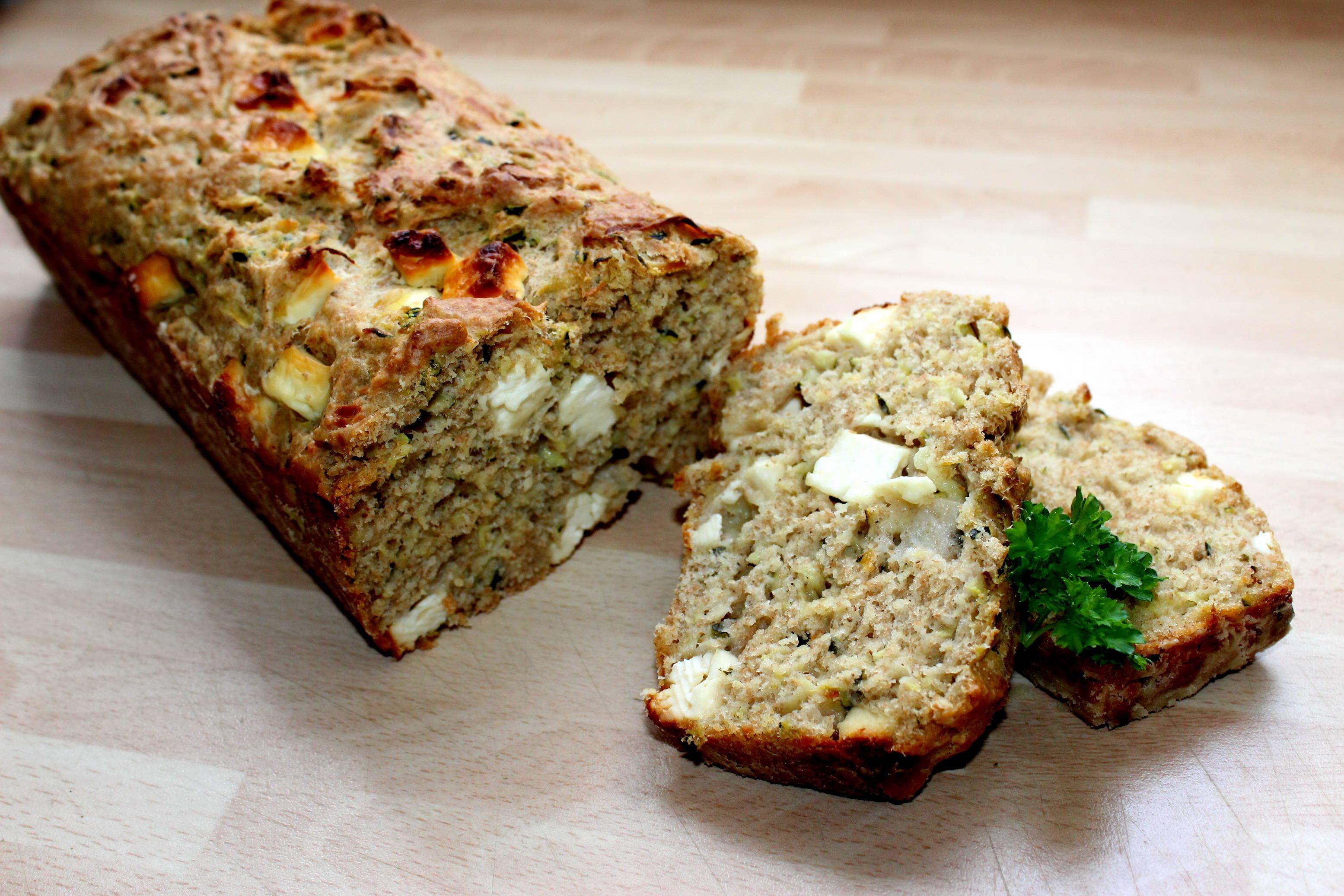 Cukkinis-fetás kenyér recept főfotó