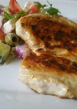 Roston csirkemell görög salátával