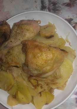 Sült csirkecomb krumplival és savanyú káposztával
