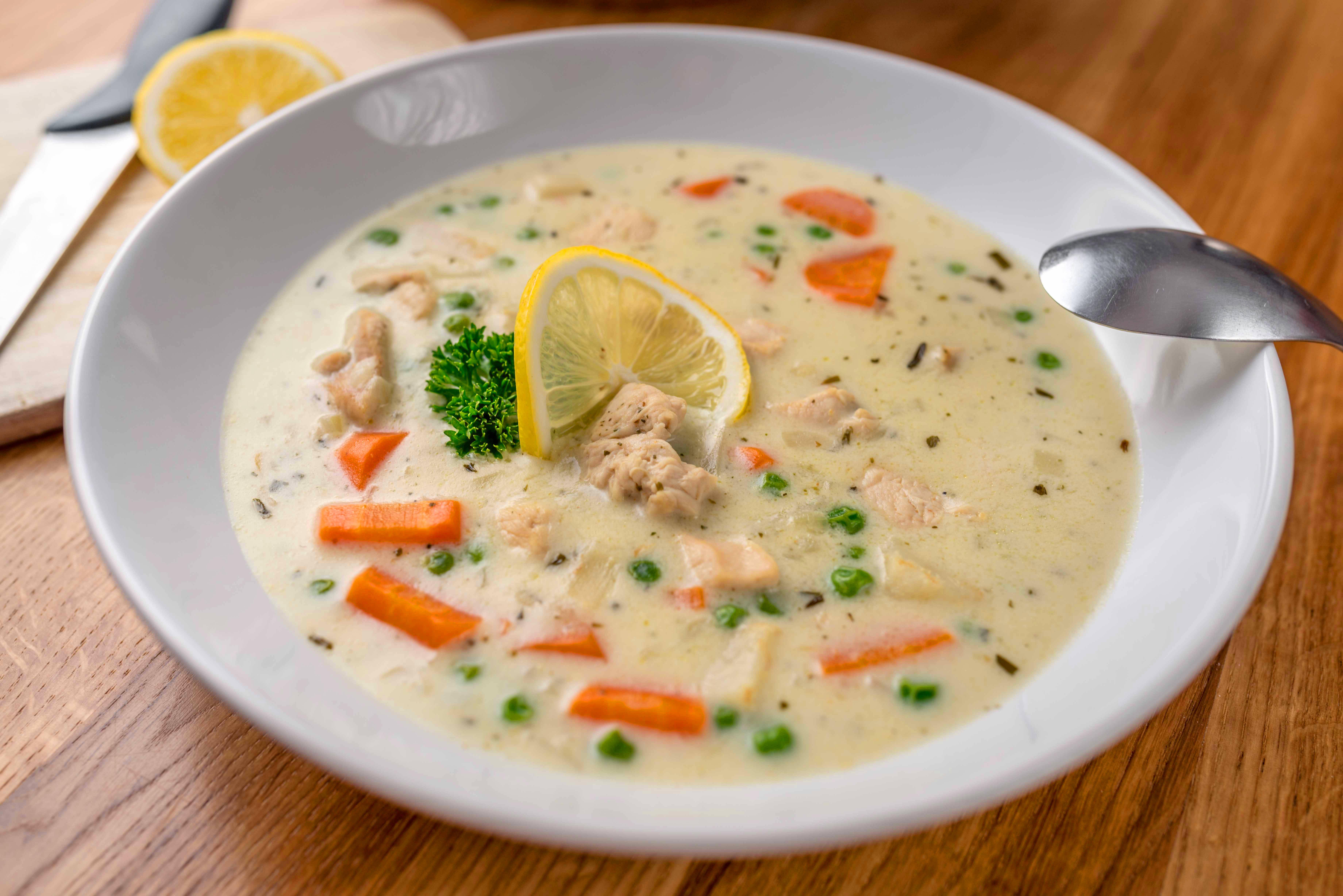 Tárkonyos csirkeragu leves recept főfotó