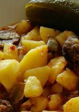 Paprikás krumpli, mangalica kolbásszal, vargányával