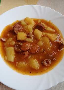 Paprikás krumpli, füstölt kolbásszal
