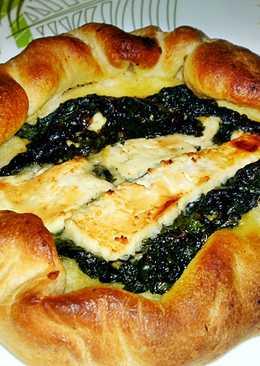 Pide pizza - lapos török kenyér, töltve sajttal és spenóttal