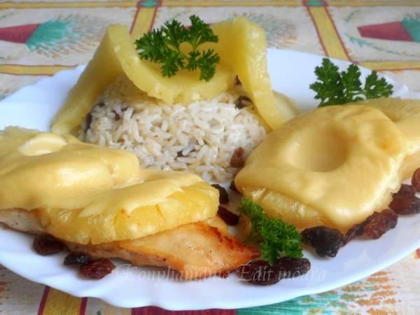 Vajban sült ananászos csirkemell, mazsolás rizs körettel