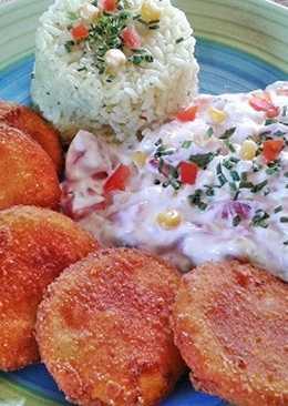 Rántott cukkini, majonézes sonkás-sajtos salátával