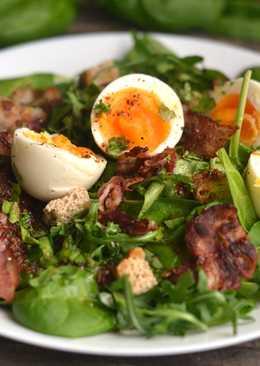 Sült baconos, tojásos saláta